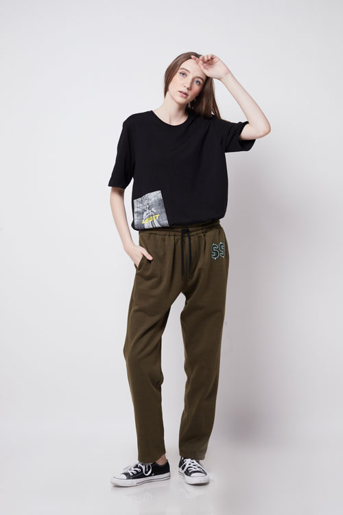 https://letterf.id/wp-content/uploads/2019/05/army-green-pants-_4__1.jpg